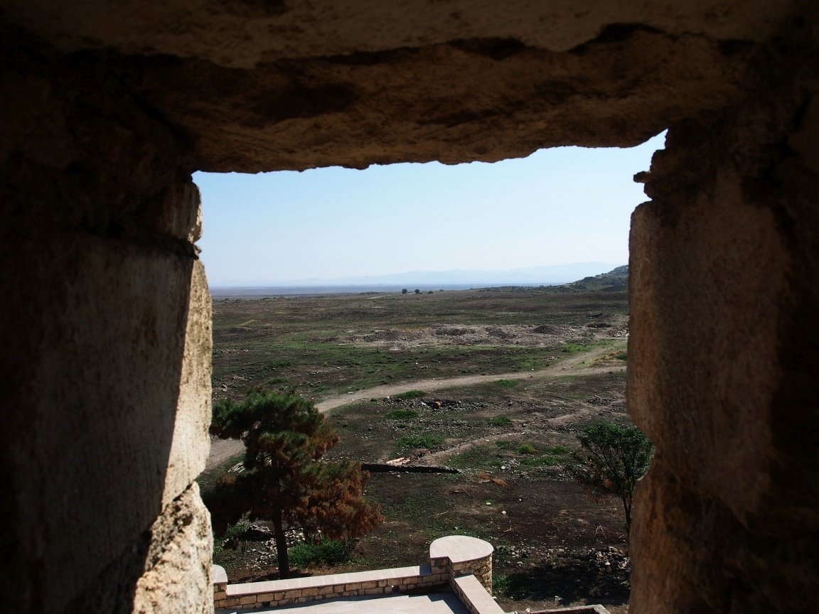 Widok na ruiny Agdam i równinę Azerbejdżanu | Górski Karabach