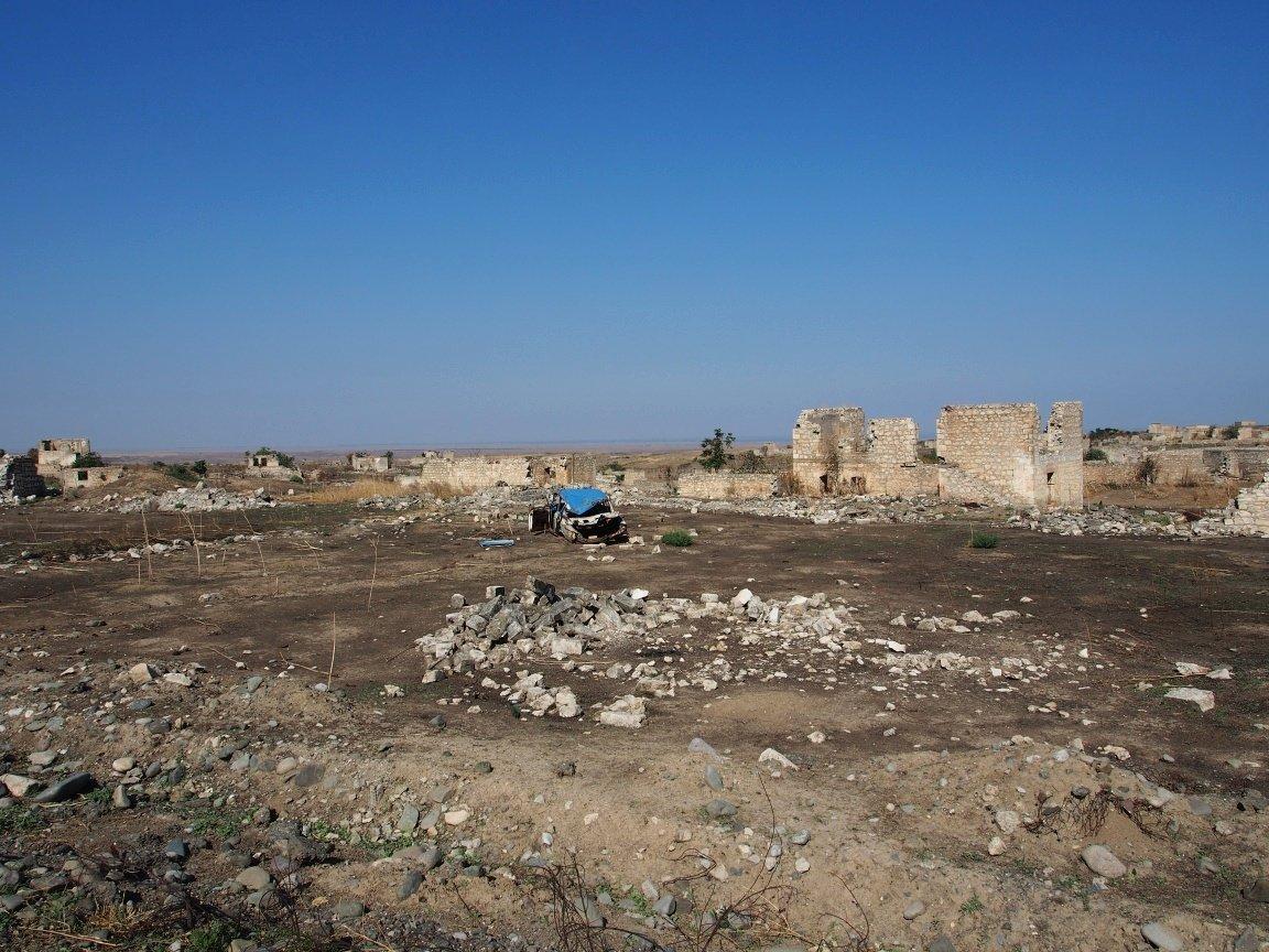 Zniszczenia wojenne w drodze do Martakert | Górski Karabach