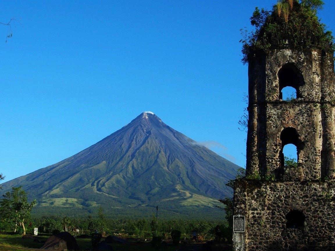 Pozostałości kościoła zniszczonego przez Wulkan Mayon | Filipiny