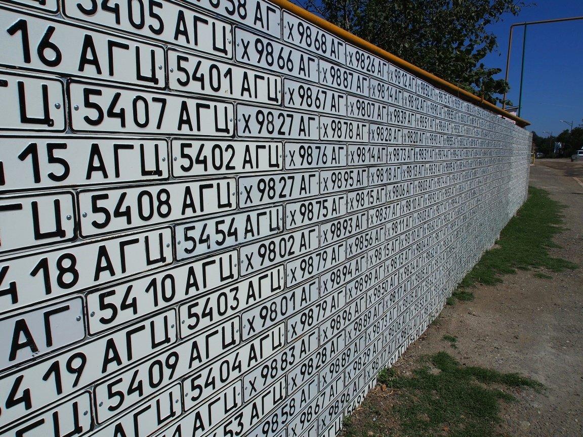 Azerskie tablice rejestracyjne w Vank | Górski Karabach