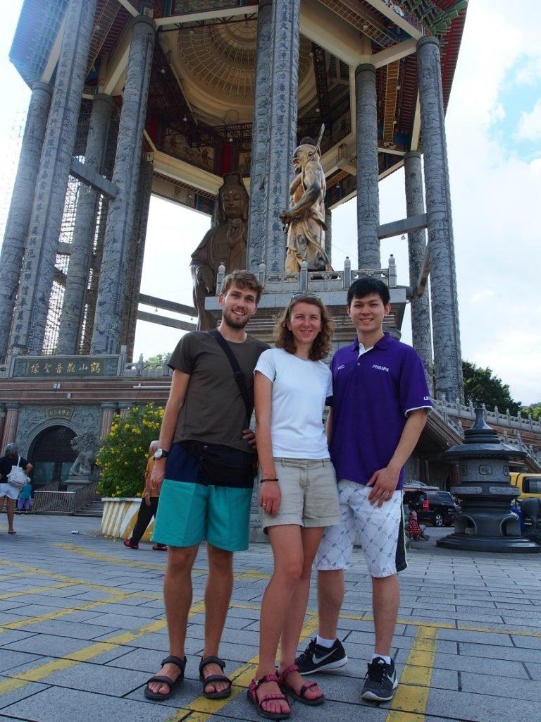 Z Winem pod posągiem Buddy | Malezja